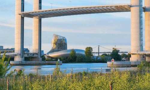Cité du vin et pont Bastide, Learn french in Bordeaux