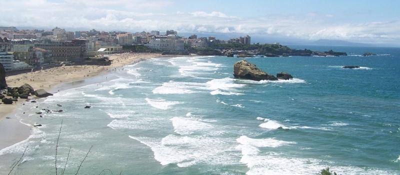 1024px-biarritz-plage